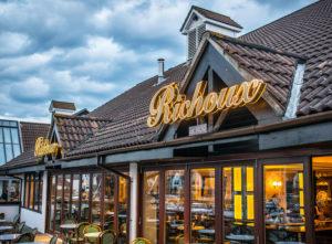 restaurant and bar signage image 3